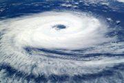 台風で物が飛ぶ07