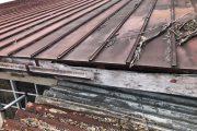 塗装が剥がれたトタン屋根