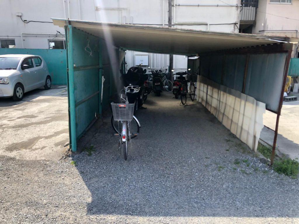 波板の駐輪場