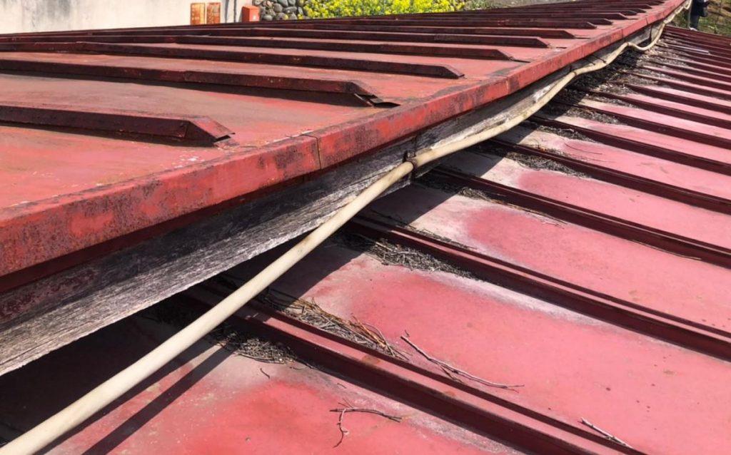 さびついたトタン屋根
