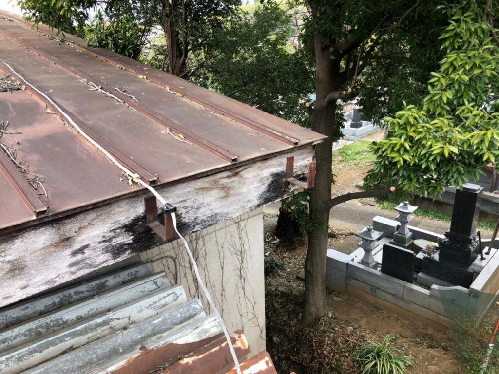 物置の屋根被害